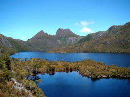 cradle_mountain_behind_dove_lake